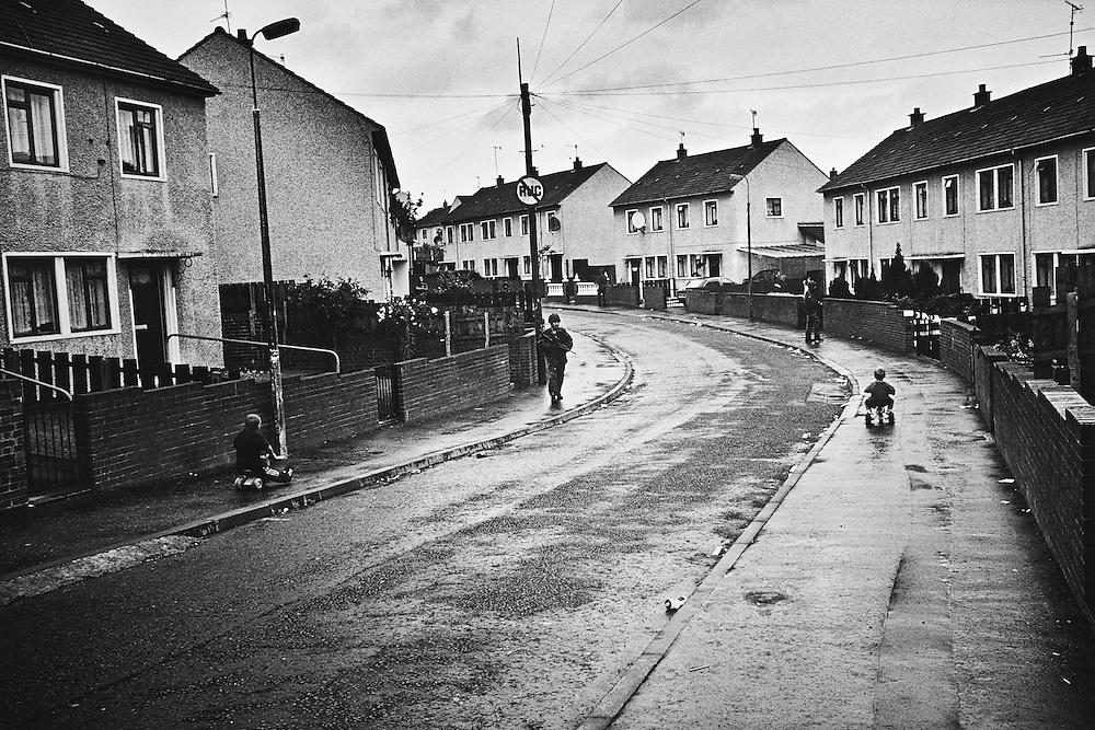 Patrouille quotidienne du RUC dans Ardoyne, Nord-Belfast.