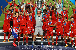 LISBON, PORTUGAL - Sunday, August 23, 2020: FC Bayern Munich's goalkeeper Manuel Neuer lifts the European Cup trophy as Bayern win it for the sixth time after the UEFA Champions League Final between FC Bayern Munich and Paris Saint-Germain at the Estadio do Sport Lisboa e Benfica. FC Bayern Munich won 1-0. (Credit: ©UEFA)