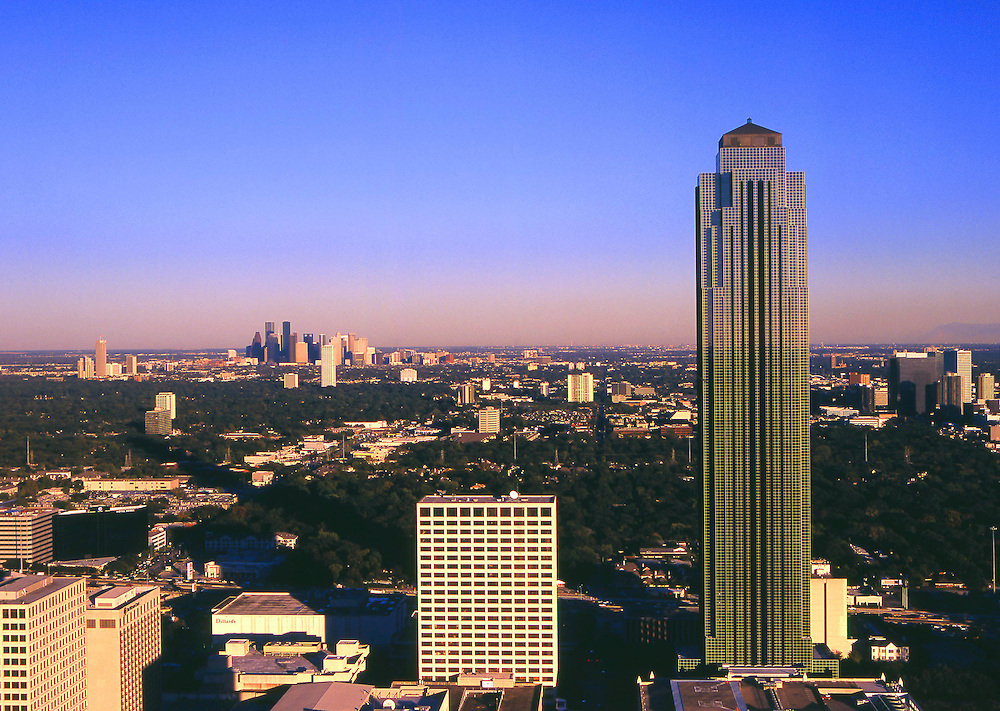 Williams Tower during the daytime with Houston, Texas skyline in the distance.