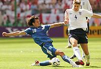 v.l. Nelson Valdez, Steven Gerrard England<br /> Fussball WM 2006 England - Paraguay<br /> <br /> Norway only