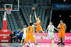 08-09-2015 CRO: FIBA Europe Eurobasket 2015 Slovenie - Nederland, Zagreb<br /> De Nederlandse basketballers hebben de kans om doorgang naar de knockoutfase op het EK basketbal te bereiken laten liggen. In een spannende wedstrijd werd nipt verloren van Slovenië: 81-74 / Robin Smeulders of Netherlands. Photo by Vid Ponikvar / RHF