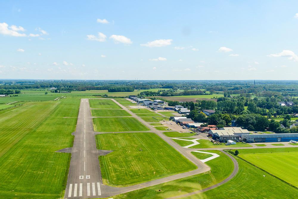 Nederland, Gelderland, Gemeente Voorst, 13-05-2019; Teuge International Airport, vliegveld voor de burgerluchtvaart. RWY 08-26, runway (starbaan, landingsbaan) meet  1199 meter.<br /> Teuge International Airport (ICAO: EHTE), civil aviation airport.<br /> <br /> aerial photo (additional fee required); luchtfoto (toeslag op standard tarieven); copyright foto/photo Siebe Swart