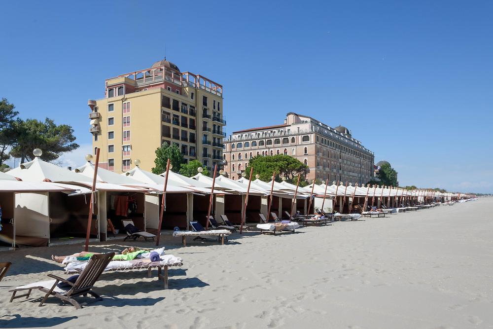 25 JUN 2021 - Venezia Lido - Spiaggia nei pressi dell'Hotel Excelsior.