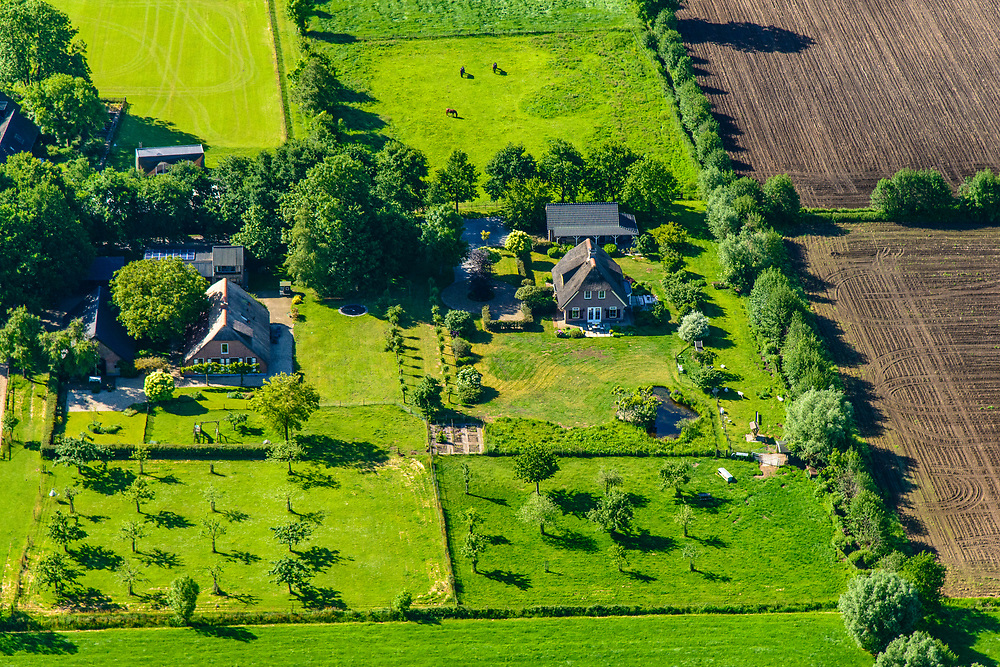 Nederland, Utrecht, Woudenberg, 29-05-2019; boerderijen met jonge boompjes in landelijk gebied in de Utrechtse heuvelrug, ten zuiden van Scherpenzeel.<br /> Farms with saplings in rural area in the Gelderse valley, south of Scherpenzeel.<br /> luchtfoto (toeslag op standard tarieven);<br /> aerial photo (additional fee required);<br /> copyright foto/photo Siebe Swart
