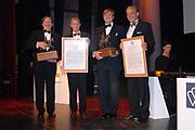 Uitreiking Koning Willem 1 Prijs in theater Diligentia in den Haag.<br /> <br /> <br /> <br /> Presentation of the King Willem 1 award for best inovating company in the Hague.<br /> <br /> <br /> <br /> Op de foto/ On the photo Naud Wellink, Willemem Alexander , Winnaar  Bij de ondernemingen tot 250 werknemersSolland Solar Cells in Heerlen en In de categorie met meer dan 250 werknemers Fugro in Leidschendam