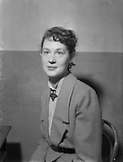 30/09/1952 <br /> 09/30/1952<br /> 30 September 1952<br /> Abbey Theatre portraits.<br /> Joan O'Hara, Abbey Theatre and Sligo