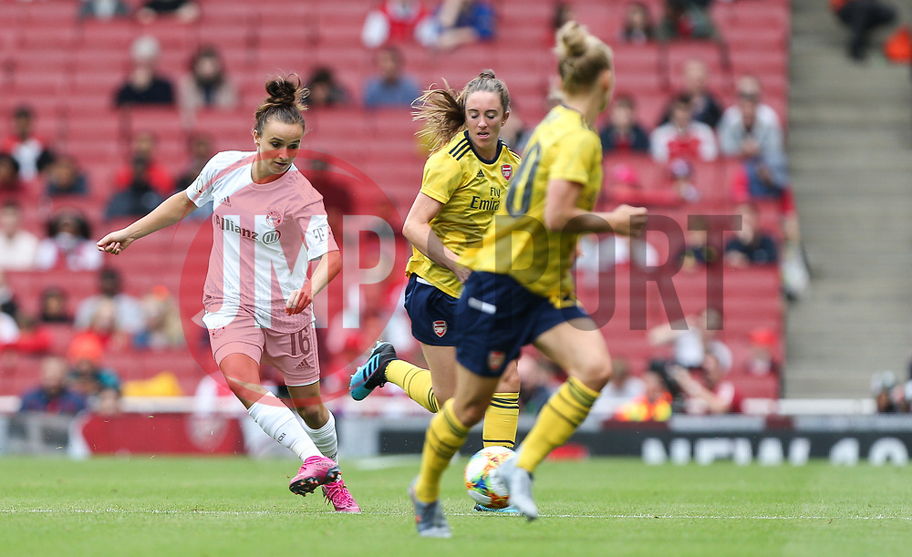 Lina Magull of Bayern Munich passes the ball - Mandatory by-line: Arron Gent/JMP - 28/07/2019 - FOOTBALL - Emirates Stadium - London, England - Arsenal Women v Bayern Munich Women - Emirates Cup