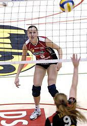 04-03-2006 VOLLEYBAL: FINAL 4 DAMES: AMVJ - PLANTINA LONGA: ROTTERDAM<br /> Longa was veel te sterk voor de dames uit Amstelveen (3-0) / Anneloes Oude Voshaar<br /> Copyrights 2006 WWW.FOTOHOOGENDOORN.NL
