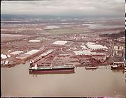 "ackroyd_C08263-05. ""International Terminal. aerial. December 22, 1992"" (old Oregon Shipyard site, St. Johns, DEQ Site ID 2355, International Terminals, North Burgard Industrial Park, Old Oregon Shipyard, Schnitzer Burgard Industrial Park)"