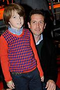 Premiere Patatje Oorlog tijdens de Opening van het Cinekid Festival in de Gashouder op het Westergasterrein in Amsterdam.<br /> <br /> Op de foto: Jacob Derwig met zoon