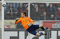 Fotball<br /> Tyskland<br /> 10.04.2010<br /> Foto: Witters/Digitalsport<br /> NORWAY ONLY<br /> <br /> Szene zum 1:1 Freistoss von Toni Kroos an den Pfosten, Torwart Joerg Butt Bayern<br /> <br /> Bundesliga Bayer 04 Leverkusen - FC Bayern München