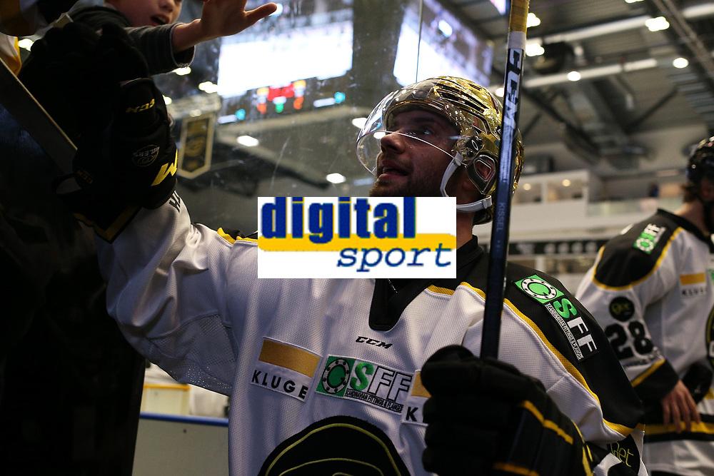GET-ligaen Ice Hockey, 27. october 2016 ,  Stavanger Oilers v Stjernen<br /> Daniel Kissel fra Stavanger Oilers etter kampen mot Stjernen<br /> Foto: Andrew Halseid Budd , Digitalsport