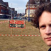 Lijsttrekker Groen Links Hilversum Bart Heller, bord jongerenhuisvesting