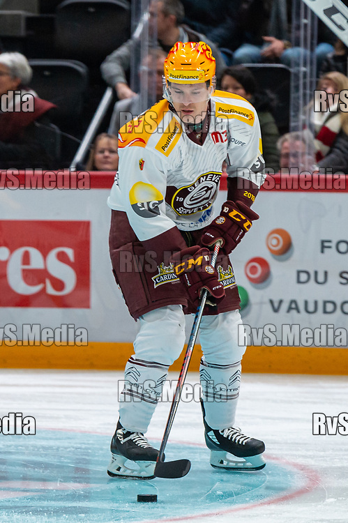 LAUSANNE, SWITZERLAND - NOVEMBER 23: #10 Tommy Wingels of Geneve-Servette HC in action during the Swiss National League game between Lausanne HC and Geneve-Servette HC at Vaudoise Arena on November 23, 2019 in Lausanne, Switzerland. (Photo by Monika Majer/RvS.Media)