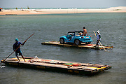 Extremoz_RN, Brasil...Travessia de balsa sobre o rio Ceara-Mirim em Extremoz, Rio Grande do Norte...The small ferry boat in the Ceara Mirim rive rin Extremoz, Rio Grande do Norte...Foto: LEO DRUMOND / NITRO
