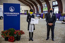 Kronberg, Gestüt Schafhof, KRONBERG _ Int. Festhallen Reitturnier Schafhof Edition 2020,<br /> <br /> FREESE Isabel (NOR), POLITYCKI Andreas (Vorstand Nürnberger Versicherung)<br /> - Siegerehrung -<br /> NÜRNBERGER BURG-POKAL der Dressurreiter 2020 - Finale<br /> Prix. St. Georges für 7-9j. Pferde <br /> Dressurprüfung Kl. S*<br /> <br /> 20. December 2020<br /> © www.sportfotos-lafrentz.de/Stefan Lafrentz