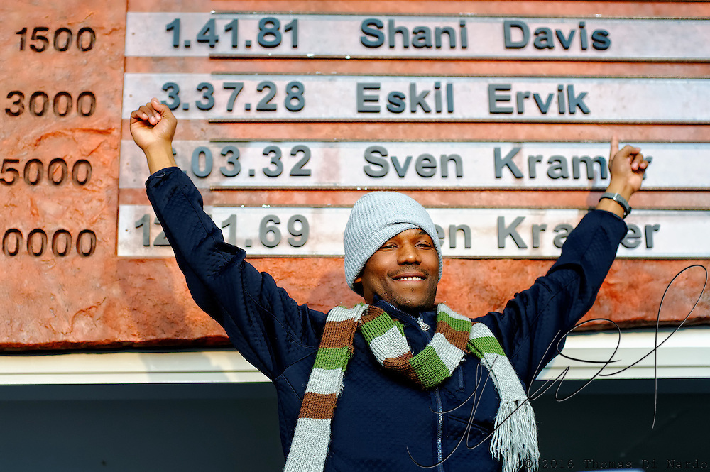 Shani Davis celebrates his world record performance in the 1500m distance by updating the records wall with his new plaque in the Utah Olympic Oval during the Essent ISU World Cup Speed Skating, Utah Olympic Oval, Salt Lake City (USA) - March 6-7, 2009. Davis won the gold medal and set a new world record during the event by skating the distance in 1:41:80.