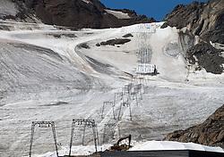 THEMEBILD - Das Skigebiet am Kaunertaler Gletscher im Sommer. Hier im Bild Liftanlagen am Gletscher. Aufgenommen am 3. August 2015 // The ski area at the Kaunertal Glacier in summer. Pictured on 8th August 2015 in Austria. EXPA Pictures © 2015, PhotoCredit: EXPA/ Johann Groder