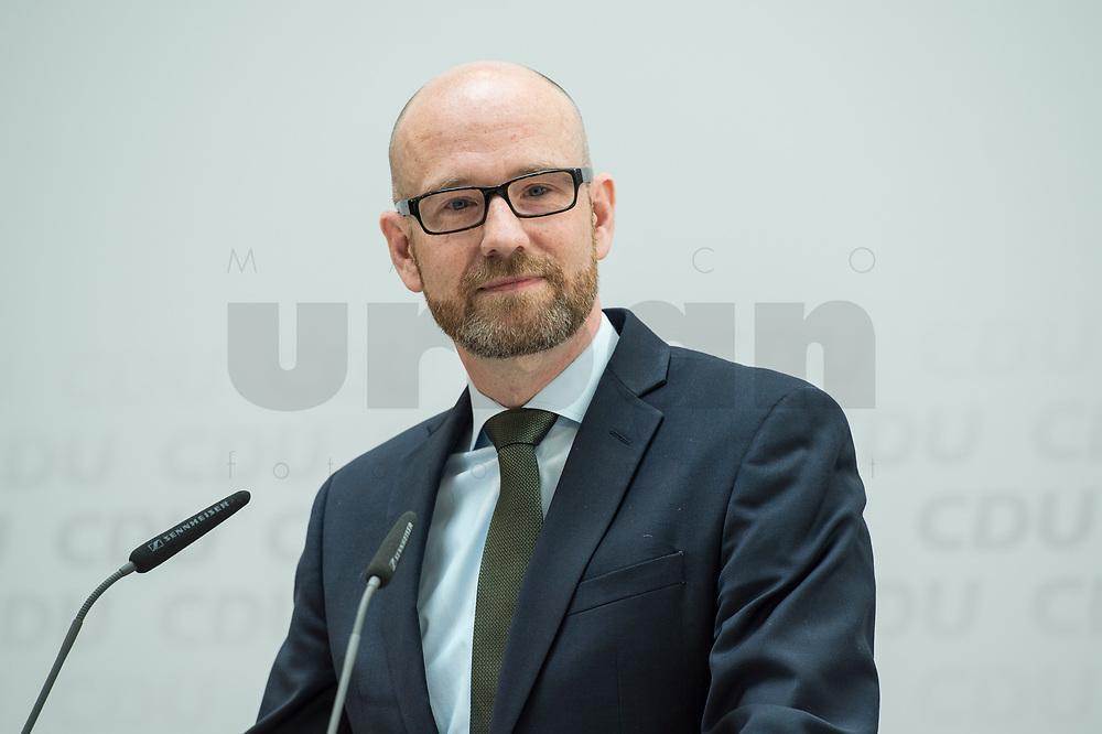 22 JUN 2017, BERLIN/GERMANY:<br /> Peter Tauber, CDU Generalsekretaer, stellt erste Plakate zur Bundestagswahl 2017 vor, Konrad-Adenauer-Haus<br /> IMAGE: 20170622-01-004<br /> KEYWORDS: Wahlkampf
