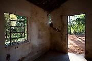 Pitangui_MG, Brasil...Imovel abandonado em Pitangui, Minas Gerais..Abandoned Property  in Pitangui, Minas Gerais..Foto: LEO DRUMOND / NITRO