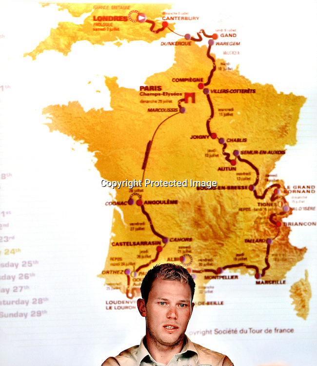 Hamar 20070629. Syklist Thor Hushovd sier at han ikke vil snakke mer om doping. Pressekonferanse om Tour de France, i bakgrunnen kart over løypa.....Foto: Daniel Sannum Lauten / Dagbladet *** Local Caption *** Hushovd,Thor