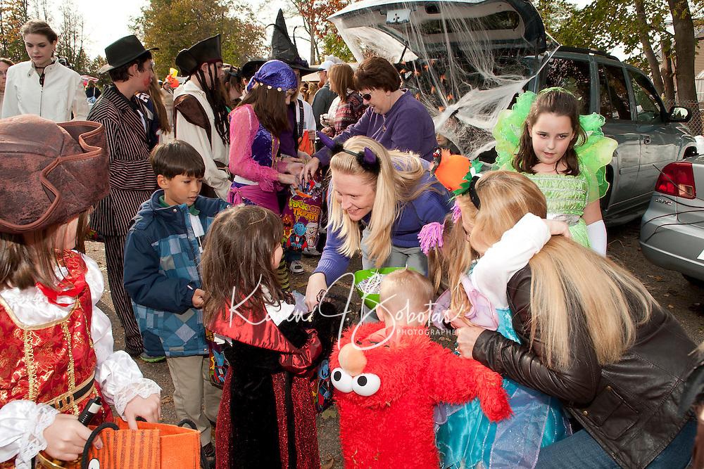 Holy Trinity School Trunk or Treat parade October 31, 2011.