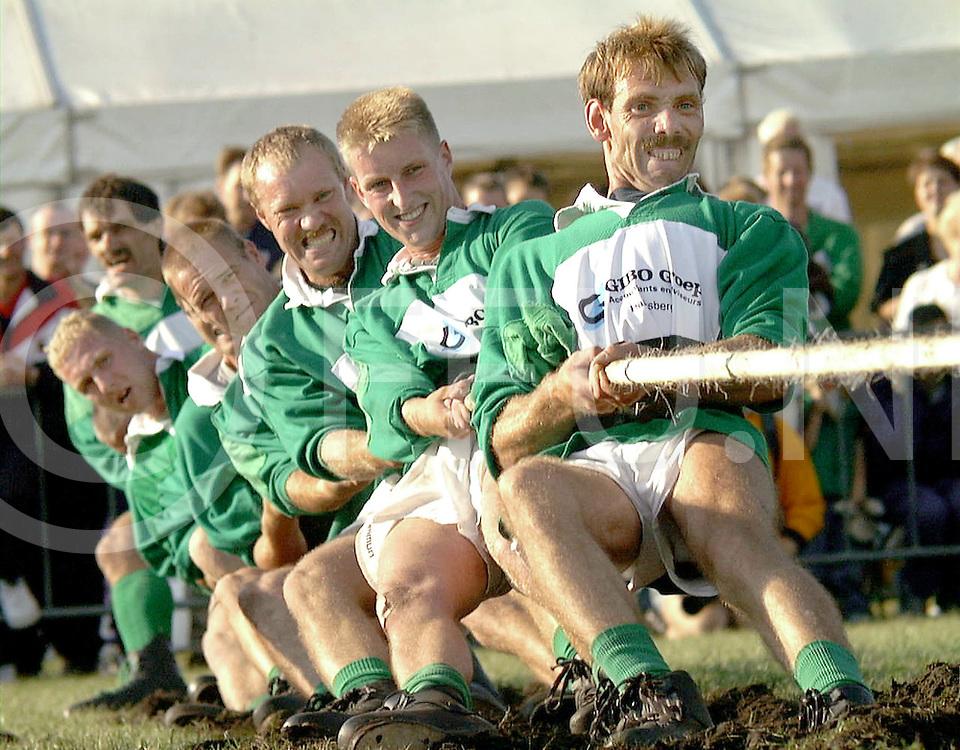 Fotografie Uijlenbroek©1999/Frank Brinkman.99-09-16 slagharen ned.ek team touwtrekken klasse 680kg eibergen a in actie in finale tegen boley uit ierland .eibergen werd europeeskampioen