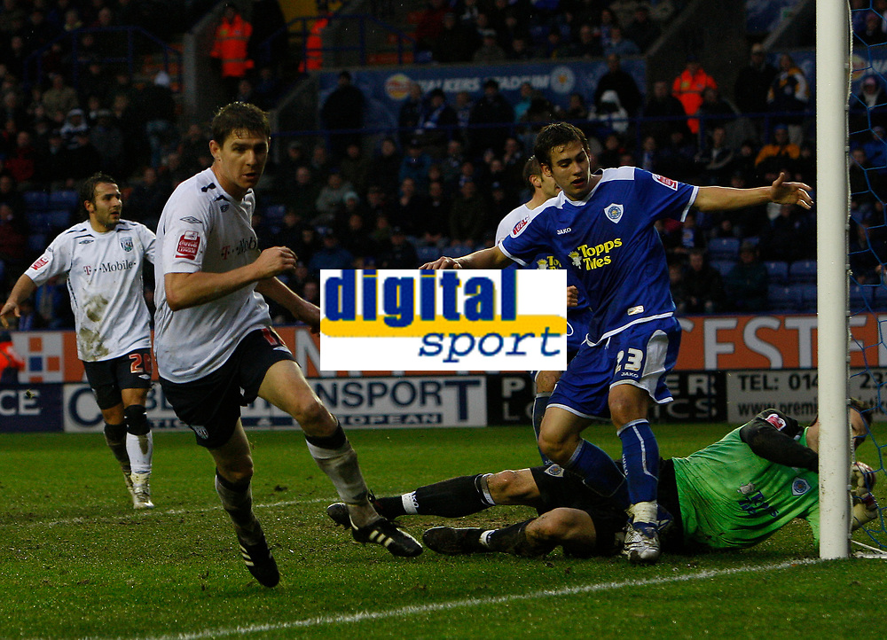 Photo: Steve Bond/Sportsbeat Images.<br />Leicester City v West Bromwich Albion. Coca Cola Championship. 08/12/2007. Zoltan Gera (L) turns away as the ball hits the back of the net