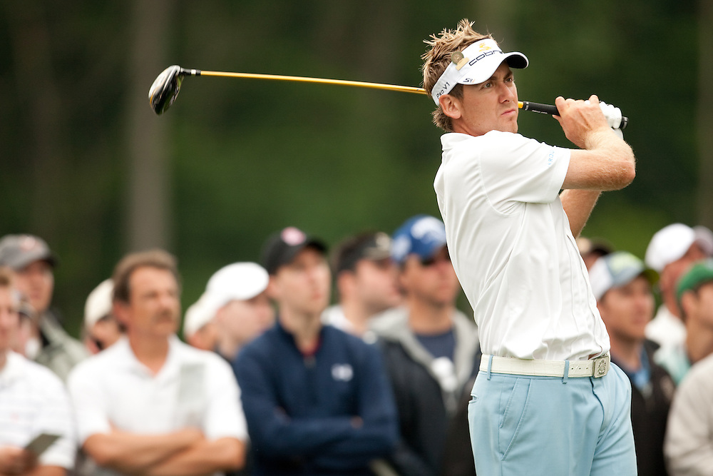 FARMINGDALE, NY - JUNE 20:  Ian Poulter hits his tee shot in front of the gallery during the continuation of the second round of the 109th U.S. Open Championship on the Black Course at Bethpage State Park on Saturday, June 20, 2009. (Photograph by Darren Carroll) *** Local Caption *** Ian Poulter