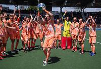 AMSTELVEEN - Lars Balk (Ned) met beker  viert het kampioenschap tijdens de finale van het EK Hockey tussen Duitsland en Nederland in het Wagener Stadion op 12 juni 2021 in Amstelveen. COPYRIGHT KOEN SUYK
