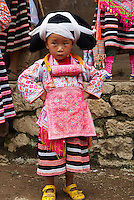 Chine. Province du Guizhou. Village de Longjia. Fete des fleurs chez les Miao Longues Cornes. // China. Guizhou province. Longjia village. Long Horn Miao girls in traditional costumes celebrating Flower Dance Festival.