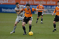 Fotball<br /> England 2004/2005<br /> Foto: SBI/Digitalsport<br /> 01.01.2005<br /> NORWAY ONLY<br /> <br /> Luton Town v Sheffield Wednesday <br /> Coca Cola league one. 01/01/2005.<br /> <br /> Sheffield Wednesdays Steve MacLean grabs hold of Lutons Chris Coyne