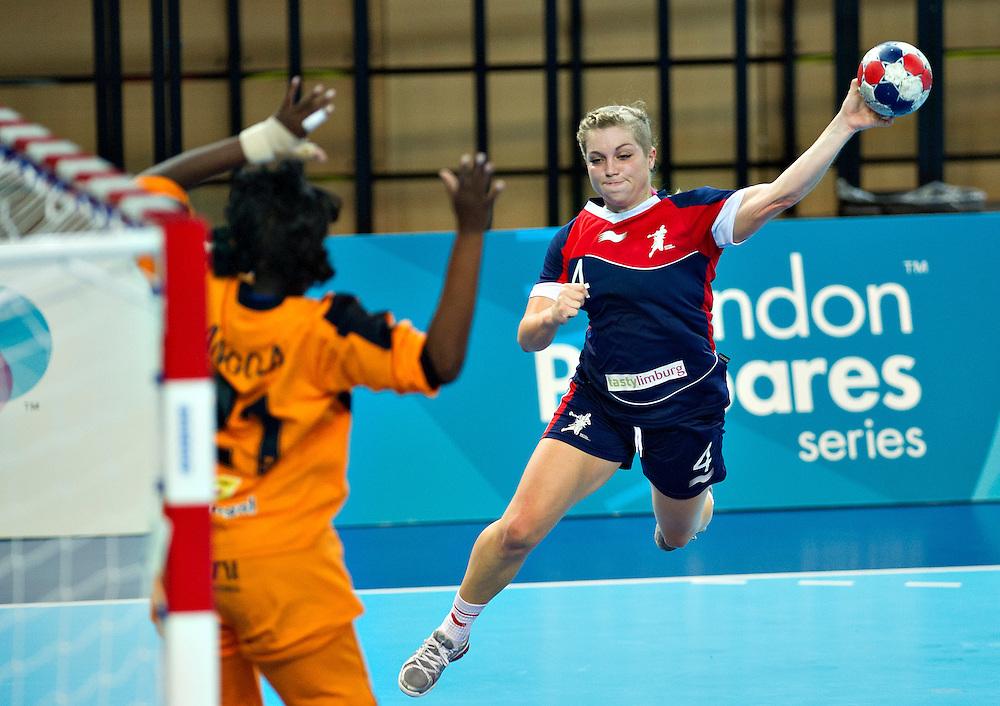 London Handball Cup - Great Bitain vs Angola -  Zoe vand der Weel (GB), Neyde Marisa Barbosa (ANG)
