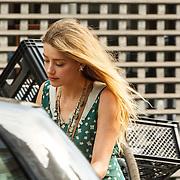 NLD/Amsterdam/20150702 - Amber Heard fietsend door Amsterdam - Amber Heard on a bycicle in Amsterdam,