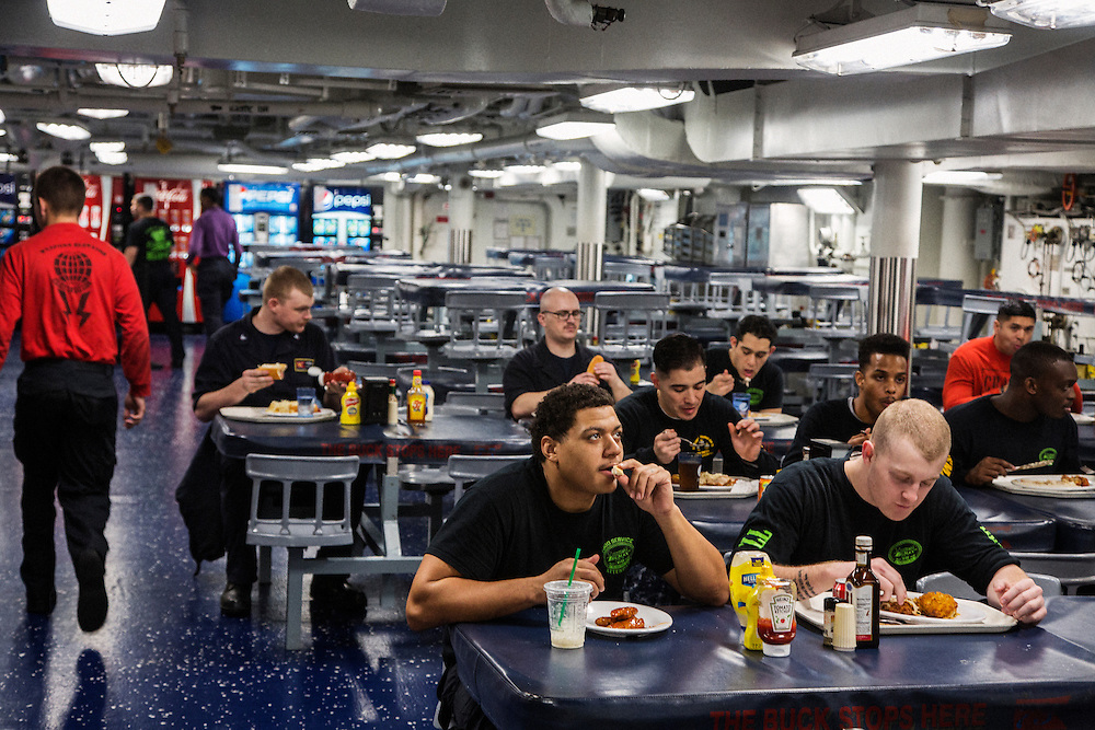 The enlisted mess <br /> <br /> Aboard the USS Harry S. Truman operating in the Persian Gulf. February 25, 2016.<br /> <br /> Matt Lutton / Boreal Collective for Mashable