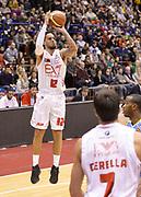 DESCRIZIONE : Milano campionato serie A 2013/14 EA7 Olimpia Milano Vanoli Cremona <br /> GIOCATORE : Daniel Hackett<br /> CATEGORIA : tiro three points<br /> SQUADRA : EA7 Olimpia Milano<br /> EVENTO : Campionato serie A 2013/14<br /> GARA : EA7 Olimpia Milano Vanoli Cremona<br /> DATA : 26/12/2013<br /> SPORT : Pallacanestro <br /> AUTORE : Agenzia Ciamillo-Castoria/R. Morgano<br /> Galleria : Lega Basket A 2013-2014  <br /> Fotonotizia : Milano campionato serie A 2013/14 EA7 Olimpia Milano Vanoli Cremona<br /> Predefinita :