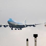 NLD/Amsterdam/20060903 - Aankomst vliegtuig op Schiphol airport, KLM 747 Cargo