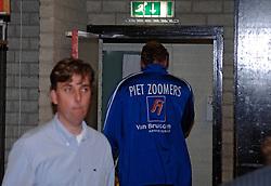 23-04-2005 VOLLEYBAL: PIET ZOOMERS - ORTEC NESSELANDE: APELDOORN<br /> <br /> Ortec.Nesselande, de ploeg van coach Peter Blange, zegevierde in Apeldoorn met 3-1 en bracht de stand in de best-of-five op 3-0. Dynamo kon voor eigen publiek aanklampen, maar meer ook niet / <br /> <br /> ©2005-WWW.FOTOHOOGENDOORN.NL bas van de goor