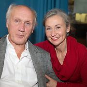 ** PRIVE,WEEKEND,STORY,PARTY OUT ** NLD/Utrecht/20151006 - Boekpresentatie Anne van Veen - 'Wie ik aan het zijn was', Herman van Veen en partner Gaetane Bouchez