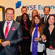 NLD/Amsterdam/20110125 - Opening Amsterdamse Effectenbeurs door cast Legally Blond, Albert Verlinde met Castleden Legally Blonde en medewerkers van de Beurs
