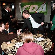 CDA politicus Jaap de Hoop Scheffer bezoekt Huizen