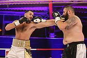 Boxen: Universum Fightnight, Schwergewicht,  Hamburg, 14.11.2020<br /> IBO-Continental-Titel: Christian Thun (GER) - Mirko Tintor (BIH)<br /> © Torsten Helmke