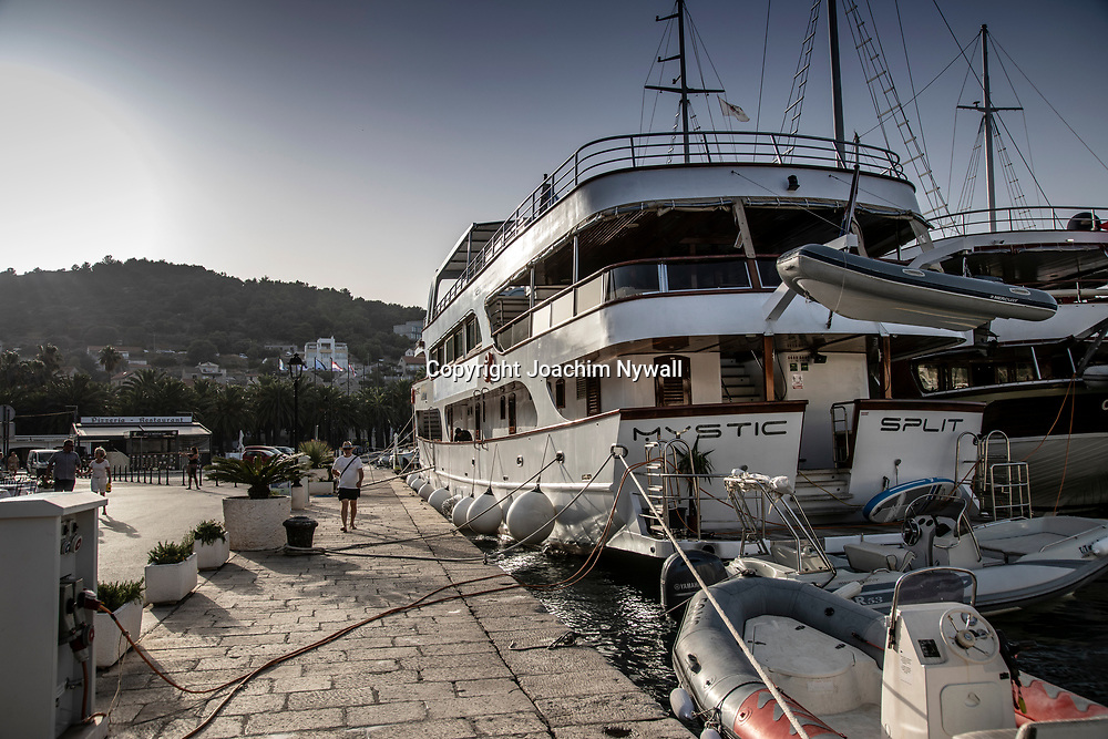 Vis Dalmatien Kroatien 2021 06 23<br /> Vackra ön o staden Vis vid Adriatiska havet. <br /> Sommar sol semester båtar Kroatien<br /> <br /> <br /> ----<br /> FOTO : JOACHIM NYWALL KOD 0708840825_1<br /> COPYRIGHT JOACHIM NYWALL<br /> <br /> ***BETALBILD***<br /> Redovisas till <br /> NYWALL MEDIA AB<br /> Strandgatan 30<br /> 461 31 Trollhättan<br /> Prislista enl BLF , om inget annat avtalas.