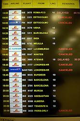 19.04.2010, Flughafen Barajas, Madrid, ESP, Flughafen Madrid Barajas im Bild Anzeigetafel wo fast überall canceled steht. Auch in Spanien kommte es durch den Vulkanausbruch in Island zu grossen Verzögerungen, EXPA Pictures © 2010, PhotoCredit: EXPA/ Alterphotos/ ALFAQUI/ R. Perez / SPORTIDA PHOTO AGENCY