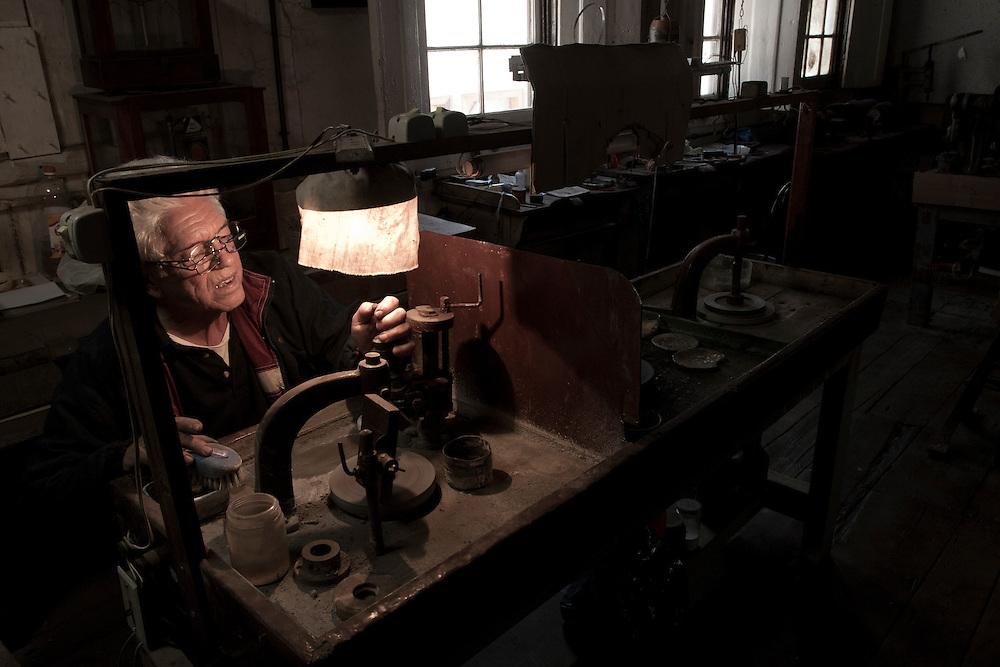 Diamantina _ MG, 06 de agosto de 2007..Fotografias feitas no Vale do Jequitinhonha para a Revista Globo Rural cujo tema é Garimpo...foto: Antonio Padua dono da Joalheria Padua em Diamantina.. .FOTO: JOAO MARCOS ROSA / AGENCIA NITRO