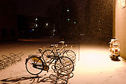 Een fietsenstalling in de sneeuw.<br /> <br /> A bicycle rack in the snow