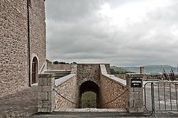 """Anticamente conosciuto come il Convento di San Giovanni In Lamis, l'imponente monastero è situato a circa un paio di chilometri ad est di San Marco in Lamis alle pendici del monte Celano (871 m), tra il verde dei carpini e dei frassini che sovrastano la Valle dello Starale. Non si hanno date certe sulla fondazione del santuario probabilmente fondato dai Longobardi, ma sicuramente l'esistenza di una chiesa e di un ospizio erano cosa certa già dal V-IV secolo. La prima data certa che troviamo nei documenti è quella del 1007. Partiti i Benedettini, Clemente V, con Bolla del 20 febbraio 1311, affidò il Monastero ai Cistercensi dell'abbazia di Santa Maria di Casanova presso Villa Celiera per poi passare nelle mani di alcuni abati commendatari. Una svolta si ebbe solamente più tardi, quando l'affidamento del monastero passò nelle mani dei frati Minori Osservanti, con bolla papale del 14 febbraio 1568, che donarono nuovamente splendore e gloria al convento. In questo periodo il monastero ricevette una reliquia proveniente dalla cattedrale di Salerno attribuita all'apostolo evangelista Matteo (un dente molare). Questo non fece altro che far aumentare l'afflusso di pellegrini che salivano sul monte Gargano in cerca di quella spiritualità che non si trovava altrove.<br /> <br /> Dopo la donazione della reliquia il convento fu noto come Convento di San Matteo anche se ufficialmente il nome canonico resta ancora """"Convento di San Giovanni in Lamis"""". In questi ultimi secoli il convento è sempre stato meta di pellegrinaggi, aumentati notevolmente negli ultimi anni dall'afflusso di visitatori alla tomba di San Pio da Pietrelcina a San Giovanni Rotondo e questo non ha fatto altro che accrescere la notorietà del convento che si è sviluppato nell'ambito del Parco Nazionale del Gargano grazie al suo inserimento in un paesaggio unico nel suo genere.<br /> <br /> Inizialmente doveva avere più le sembianze di una fortezza, grazie ai suoi contrafforti ed alla sua posizione, quasi a control"""