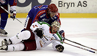 Ishockey<br /> GET-Ligaen<br /> 18.09.07<br /> Jordal Amfi<br /> Vålerenga VIF - Frisk Asker Tigers<br /> Cameron Abbott blir lagt i isen av Kenneth Larsen<br /> Foto - Kasper Wikestad