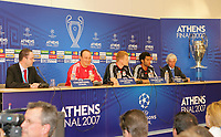 Fotball<br /> Foto: Propaganda/Digitalsport<br /> NORWAY ONLY<br /> <br /> Athens, Greece - Tuesday, May 22, 2007: Liverpool's manager Rafael Benitez, John Arne Riise and Jermaine Pennant at a press conference at the OACA Spyro Louis Olympic Stadium ahead of the UEFA Champions League Final against AC Milan<br /> <br /> John Arne Riise - Liverpool