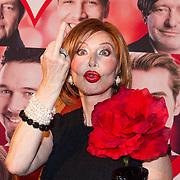 NLD/Scheveningen/20130909 -  Filmpremiere Smoorverliefd, Marijke Helwegen steekt haar middelvinger op